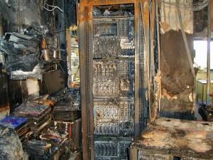 חדר מחשב לאחר שריפה